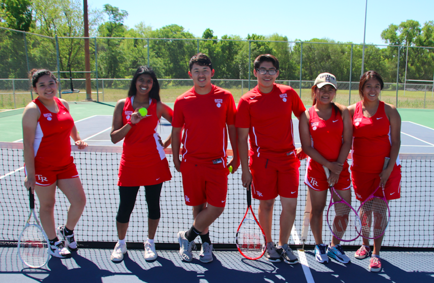 Travis ECHS tennis players